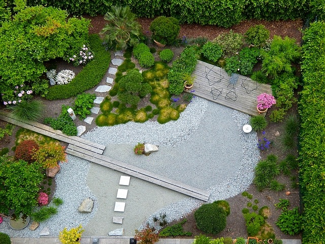 garden with modern landscaping desing