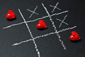 A game of noughts and crosses but instead of noughts it uses hearts to show friendship